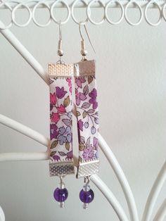 Boucles d'oreille en biais Liberty et perles violettes et blanches : Boucles d'oreille par d-un-reve-une-creation
