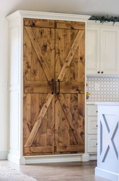 Looking for ideas for upgrading your kitchen on a budget? These 10 Amazon finds are perfect for a farmhouse kitchen remodel! These budget friendly Amazon kitchen ideas may surprise you! Save this post for your next budget kitchen makeover! #kitchenremodel #farmhousekitchen #budgetkitchen #kitchenideas