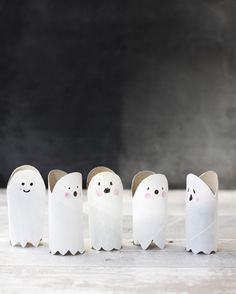 Idag gör vi toarullespöken enligt instruktioner från Super Make It! De är de… Today we make toarull ghosts according to instructions from Super Make It! They are the cutest and simplest little ghosts imaginable. Halloween Tags, Halloween Crafts For Kids, Crafts For Kids To Make, Diy Crafts For Kids, Happy Halloween, Halloween Party, Fun Crafts, Halloween Decorations, Children Crafts
