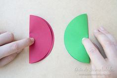Bright garland with paper balloons - Simple Craft Ideas Paper Balloon, Balloon Crafts, Hot Air Balloon, English Classroom Decor, Classroom Design, Easy Crafts, Diy And Crafts, Colored Paper, In Kindergarten
