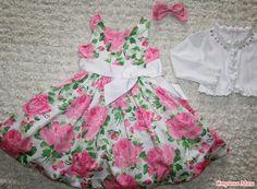 В этом году у дочери выпускной в садике... голову сломала с платьем...  Вчера купили платье, без всяких наворотов, простенькое... но по мне вполне подходящее для праздника.