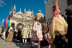 Sfilata di maschere di carnevale in Piazza San Marco a Venezia - Parade of carnival masks in St. Mark's Square in Venice, Italy © Pietro D'Antonio