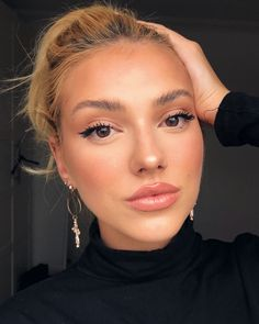 I Asked 8 Makeup Artists for Their Favorite Drugstore Products—Here's What They Said Makeup Trends 2019 top trending makeup products of 2019 Makeup Trends, Makeup Inspo, Makeup Inspiration, Makeup Tips, Beauty Makeup, Hair Beauty, Makeup Products, Makeup Ideas, Beauty Care
