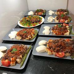 Görüntünün olası içeriği: 1 kişi, yiyecek Iftar, Food Plating Techniques, Snap Food, Food Platters, Food Decoration, Breakfast Lunch Dinner, Turkish Recipes, Food Presentation, Food Inspiration