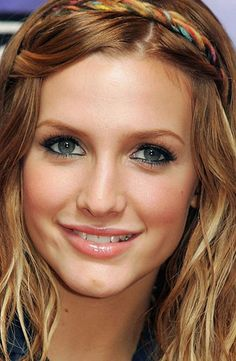 ashlee simpson! i dont think i look much like her, but according to some people she's my celebrity look alike?