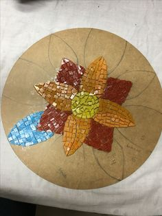 Mosaic Tile Table, Tile Tables, Mosaic Art, Wall Tiles, Cd Crafts, Diy And Crafts, Fused Glass Art, Stained Glass, Mosaic Stepping Stones