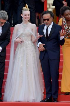 Actress Elle Fanning has always been a fashion plate, but 2019 was the year she took her style chops to the next level. Gucci Gown, Valentino Gowns, Vestidos Oscar, Alexander Mcqueen Dresses, Elle Fanning, Red Carpet Dresses, Dress And Heels, Cannes Film Festival, Fashion Plates