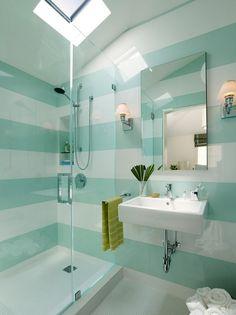 Kleines Badezimmer Mit Glasdusche   Horizontale Streifen In Weiß Und  Mintgrün Wand Streichen Ideen Muster,