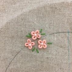 little flower~ . #프랑스자수 #자수 #손자수 #꽃자수 #입체자수 #자수타그램 #울산프랑스자수 #울산자수 #울산자수수업 #울산프랑스자수클래스 #울산자수클래스 #울산취미 #울산원데이클래스 #아뜰리에제이 #embroidery #needlework #atelier_J