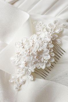 peineta en blanco para novia Wedding Ideas para cabello.