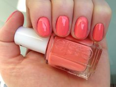 Smalto essie su chooseyourstyle.it
