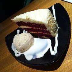 Red velvet cheesecake<3