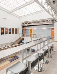 Standing table Crispin Porter + Bogusky – Santa Monica Offices