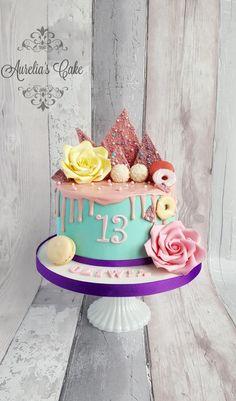 Drip cake with sugar roses by Aurelia's Cake