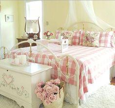 Romantic Shabby Chic Bedroom Decor And Furniture Inspirations 40 Shabby Chic Mode, Shabby Chic Interiors, Shabby Chic Kitchen, Shabby Chic Cottage, Shabby Chic Style, Shabby Chic Furniture, Romantic Cottage, Cottage Interiors, Distressed Furniture