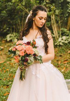 Buquê de noiva por Odeon Decorações. Girls Dresses, Flower Girl Dresses, Wedding Dresses, Flowers, Fashion, Bouquet Wedding, Engagement, Dresses Of Girls, Bride Dresses