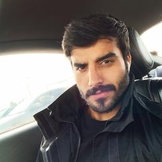 Handsome Arab Men, Handsome Faces, Short Hair With Beard, Hair And Beard Styles, Beautiful Men Faces, Gorgeous Men, Beautiful People, Hairy Men, Bearded Men