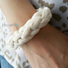 Easy free #crochet t-shirt yarn bracelet pattern from @bhookedcrochet