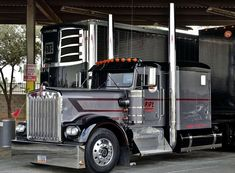 Outstanding pickup trucks information is available on our internet site. Have a look and you wont be sorry you did. Heavy Duty Trucks, Big Rig Trucks, Semi Trucks, Cool Trucks, Ford Pickup Trucks, Peterbilt Trucks, Peterbilt 379, Custom Big Rigs, Custom Trucks