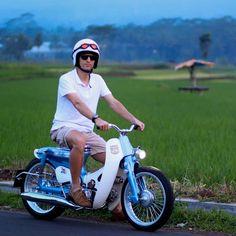 dwisetiawands . #streetcubindonesia #streetcub Retro Motorcycle, Motorcycle Engine, Motorcycle Style, Motorcycle Outfit, Honda Motorbikes, Honda Scooters, Moped Bike, E Scooter, Honda Cycles