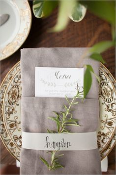 organic place setting with cute menu #weddingreception #placesetting #weddingchicks http://www.weddingchicks.com/2014/02/06/simple-comforts-wedding-inspiration/