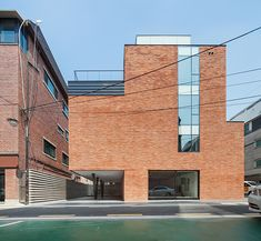 The Unorthodox Recording-Studio Building For Your Innovative Minds : Nonhyun Limelight Music Consulting By Dia Architecture Brick Wall Double Glass Large Window Public Architecture, Brick Architecture, Facade Design, Exterior Design, Arch Building, Recording Studio Design, Modern Exterior, Architectural Digest, Facades