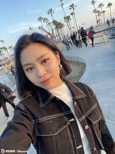 Stunning visuals of Itzy under the sunset lights of Venice South Korean Girls, Korean Girl Groups, Programa Musical, Single And Happy, Cool Hair Color, Hair Colors, Venice Beach, New Girl, Me As A Girlfriend