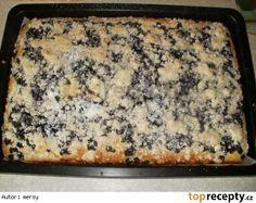 Hrníčkový borůvkový koláč na plechu 1 hrneček cukru krystal 3 celá vejce 1 hrneček oleje 1 hrneček mléka 1 vanilkový cukr 2 hrnečky polohrubé mouky 1 prášek do pečiva Čerstvé borůvky (jakékoliv) Drobenka  mouka cukr máslo Vyšleháme, vylijeme na plech. Pečeme dozlatova