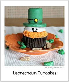 These are so cute. I can't wait to make them next year.  http://www.tonyastaab.com/2012/03/st-patricks-day-cupcakes.html
