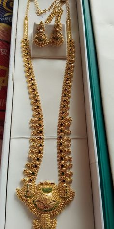 Gold Jewellery Design, Gold Jewelry, Jewelery, Jewelry Necklaces, Beaded Necklace, Gold Necklace, India Jewelry, Necklace Designs, Gold Chains