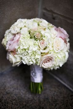 white roses and blush ranunculus bouquet | ... roses, ranunculus, hydrangea & garden roses in soft colors of white