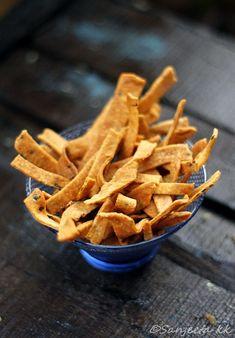 Baked savory flatbread Crackers aka Indian Namkeenpare.  #indian #snack #baked