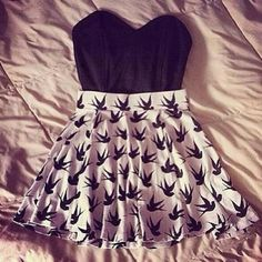 Sweetheart neckline top black and white bird skirt Teen Fashion Outfits, Outfits For Teens, Summer Outfits, Cute Outfits, Womens Fashion, Fashion Ideas, Summer Clothes, Fashion Dresses, Hipster Outfits
