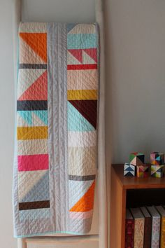 This modern geometric quilt pattern is great for beginners. Based on a traditional coin quilt, only basic quilting skills are needed to complete this