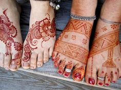 ReMarkable Blackbird- love this photo. Lovely henna on feet, plus good example of the color differences during oxidization.  Thai yoga foot Massage and henna workshop by , via Flickr