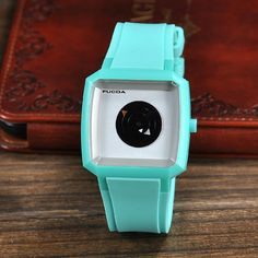 Side dish waterproof concentric triangular seconds at a short tablegreen silicone quartz watches wholesale