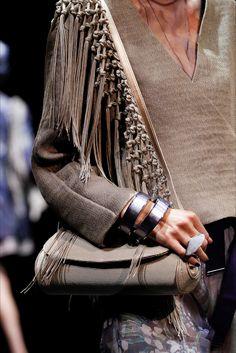 Sfilata Giorgio Armani Milano - Collezioni Primavera Estate 2017 - Dettagli - Vogue