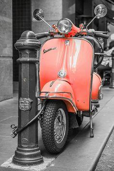 Vespa love the color Piaggio Vespa, Scooters Vespa, Motor Scooters, Apex Scooters, Vespa Motorbike, Vintage Vespa, Vespa Retro, Vintage Cars, Trucks