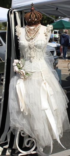 White Horse Relics: The 'Divine Miss M' Mannequin