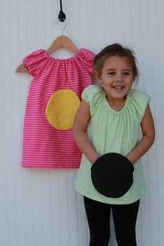 Circle pocket dress. Wouldn't this look CUTE if you made this smaller... added two and made this a MICKEY MOUSE pocket??