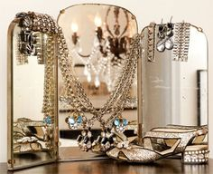 i want this mirror... and the jewelry