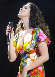 Lana Del Rey performing at Coachella 2014 #LDR