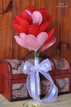Buquê de corações de feltro - Vermelho e rosa