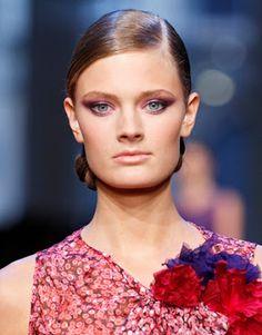 Make Up: Transformações de uma modelo - A model's transformations