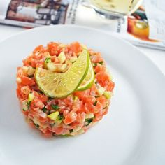 A very fresh salmon tartare made with Granny Smith green apple, . - A very fresh salmon tartare made with Granny Smith green apple, lime, lime zest and coriander. Salmon Recipes, Fish Recipes, Seafood Recipes, Cooking Recipes, Healthy Recipes, Granny Smith, Tapas, Salmon Y Aguacate, Salmon Tartare