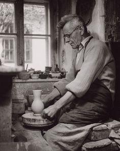 A portrait / Portrét Bauhaus, Artist At Work, Ceramic Pottery, Old Photos, Photo Art, Black And White, Portrait, Pictures, Crafts