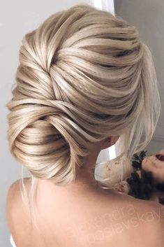 Cool 41 Inspirations For Your Modern Wedding Hairstyle. More at http://trendwear4you.com/2018/05/19/41-inspirations-for-your-modern-wedding-hairstyle/ #weddinghairstyles