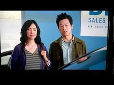 Chinese couple thinks they're pulling the wool over the salesman's eyes, LOL