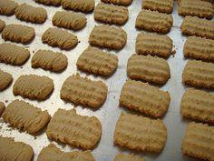 come-se: Biscoito bicho-da-seda pra chá e café Wedding Cake Cookies, Cupcake Cookies, Biscotti, Cookie Press, Portuguese Recipes, Four, Sweet Bread, Love Food, Cookie Bars