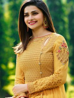 For a fresh and stylish charm, it is best to experiment a bit and pick from a variety of new suit neck designs available in this catalogue. Neck Designs For Suits, Sleeves Designs For Dresses, Dress Neck Designs, Fancy Blouse Designs, Chudidhar Neck Designs, Salwar Kameez Neck Designs, Churidar Designs, Indian Salwar Kameez, Salwar Suits